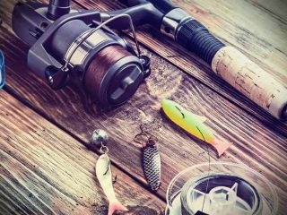 How to Tie a Fishing Hook and Weight